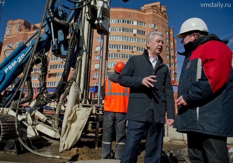 Мэр в среду ознакомился с ходом реконструкции Большой Академической улицы на севере столицы и поручил завершить...