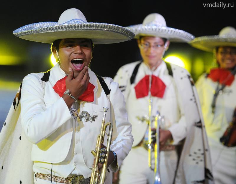 Мексиканцы празднуют День Победы