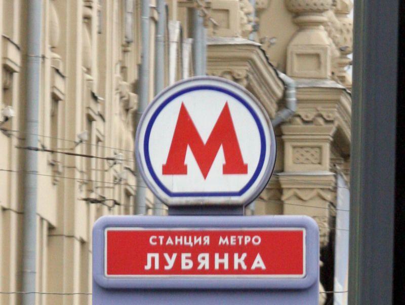 """Предполагается, знак""""вход в метро"""" сменится в тоннелях подземных переходов и на дверях, поменяются подвесные таблички при входе на эскалатор, табличка """"Касса"""" и другие атрибуты навигации метрополитена."""