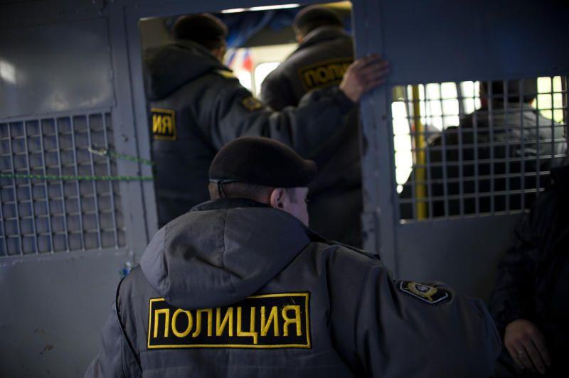 Нетрезвых полицейских задержали в столичном метро за драку со стрельбой.