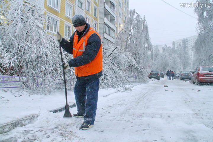 Картинки по запросу дворник расчистил снег