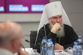 Митрополит Калужский и Боровский Климент внимательно слушал выступления участников круглого стола.