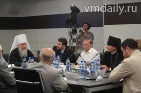 """Тема """"Интеллигенция и вера"""" вызвала живой интерес участников круглого стола."""