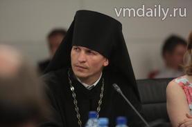 Иеромонах Макарий Комогоров затронул в своем выступлении тему воспитания современной молодежи.