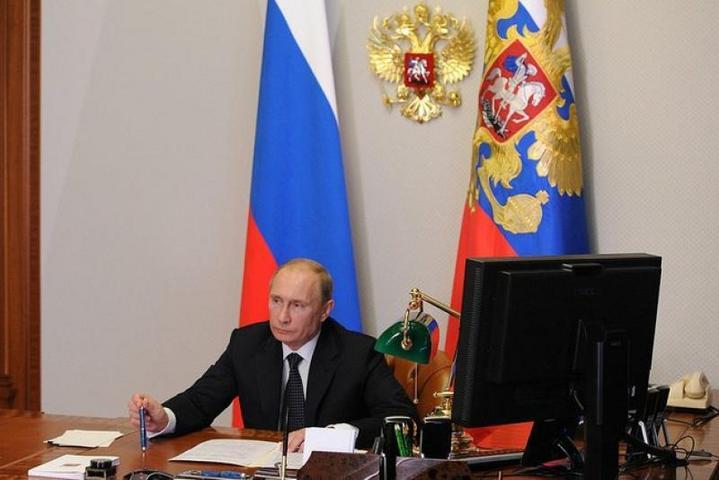 Владимир Путин провел селекторное совещание с руководством Министерства обороныв режиме видеоконференции