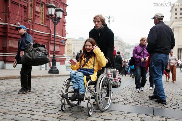 Анастасия Василенко на такси: иначе ей, колясочнице, которая согласилась провести эксперимент со мной, было не добраться.