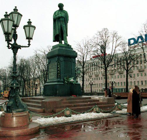 Бронзовый Пушкин — визитная карточка столицы.