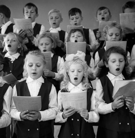 Большой детский хор был образован в 1970 году при Госкомитет Совмина СССР по телевидению и радиовещанию.