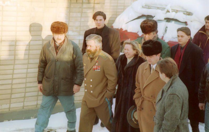 1994 год, Лефортово. Александр Руцкой (второй слева) покидает следственный изолятор. Бывший вице-президент России был амнистирован Государственной думой.