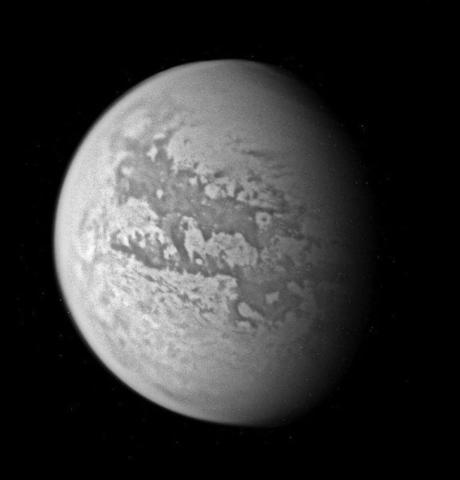 Титан - крупнейший спутник Сатурна