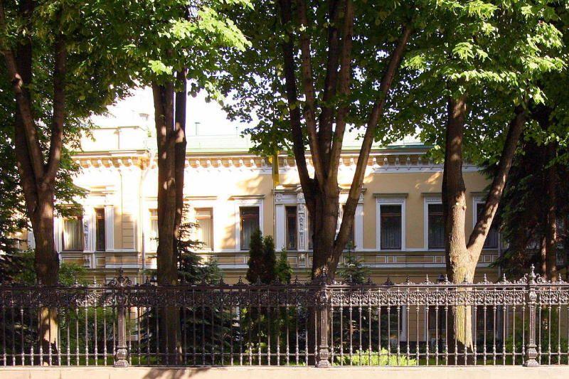 У посольства украины в москве порядка