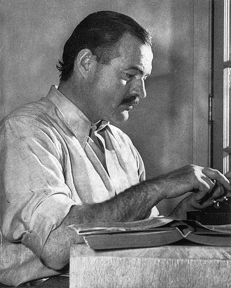 Эрнест Хемингуэй работает над романом «По ком звонит колокол» в городе Сан-Валли / Wikipedia/Общественное достояние