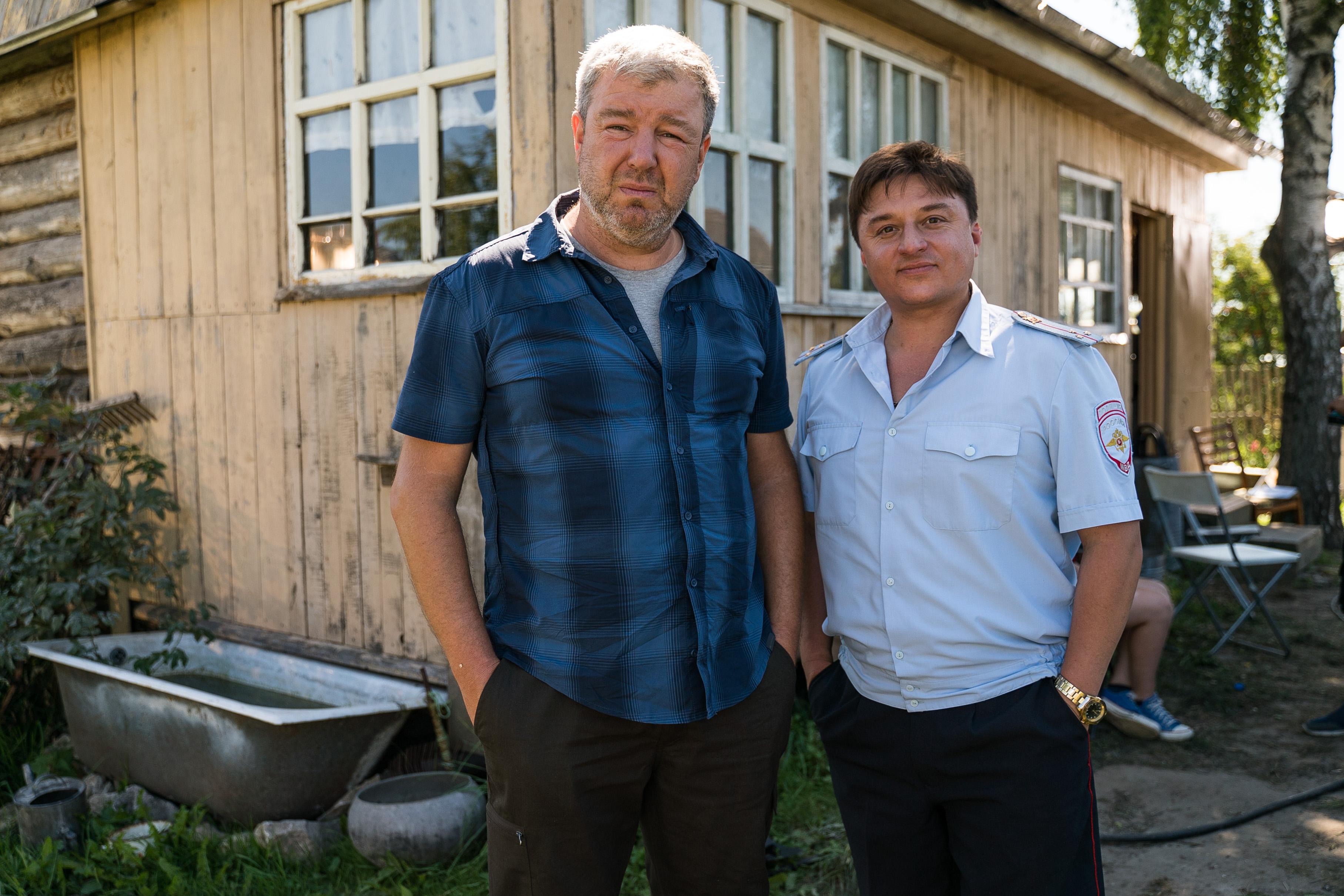 Актеры Александр Робак и Максим Лагашкин (слева направо) во время съемок сериала «Жуки» / ТНТ