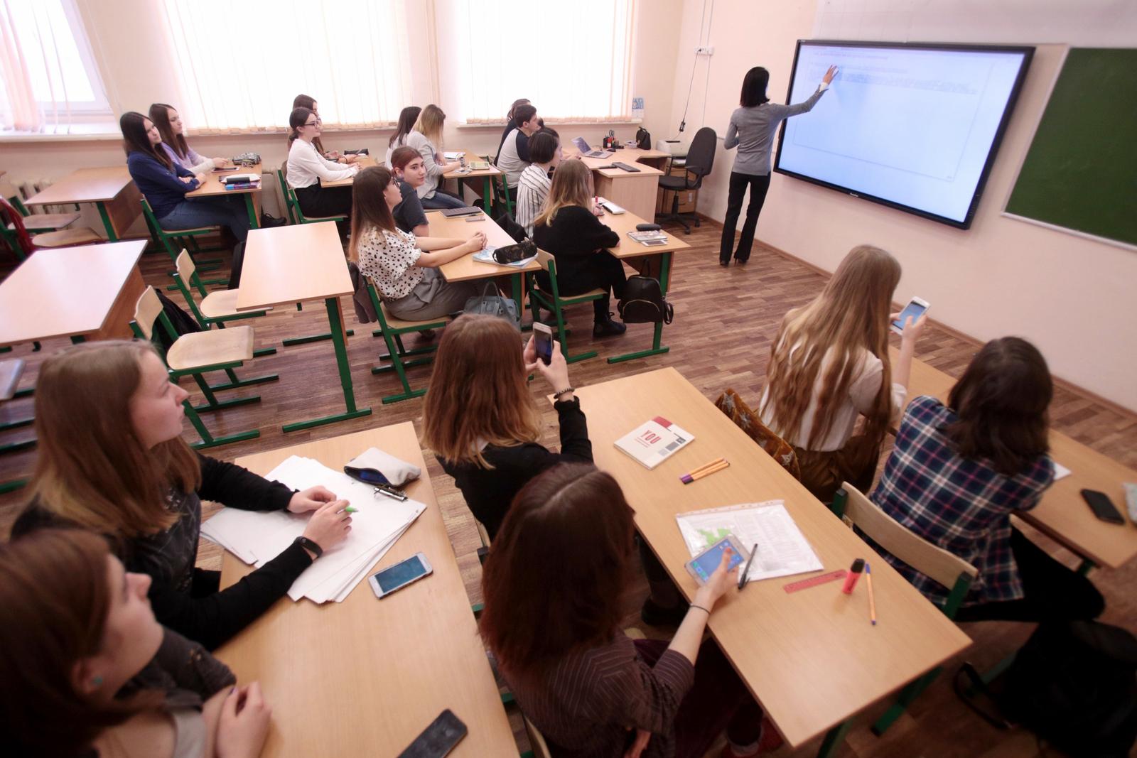 Школьники все чаще ведут себя неподобающе / Андрей Никеричев / АГН «Москва»