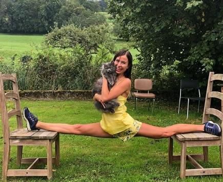 Мирослава Карпович (на фото) назвала свои занятия спортом «котойогой» / Free / Официальный аккаунт Мирославы Карпович в Instagram (www.instagram.com/m1r0slava_karpovich)