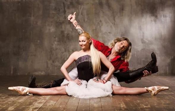 Анастасия Волочкава (спереди на фото) заявила, что Никита Джигурда (сзади) — ее конкурент по шпагату / Free / Официальный аккаунт Анастасии Волочковой в Instagram (www.instagram.com/volochkova_art)
