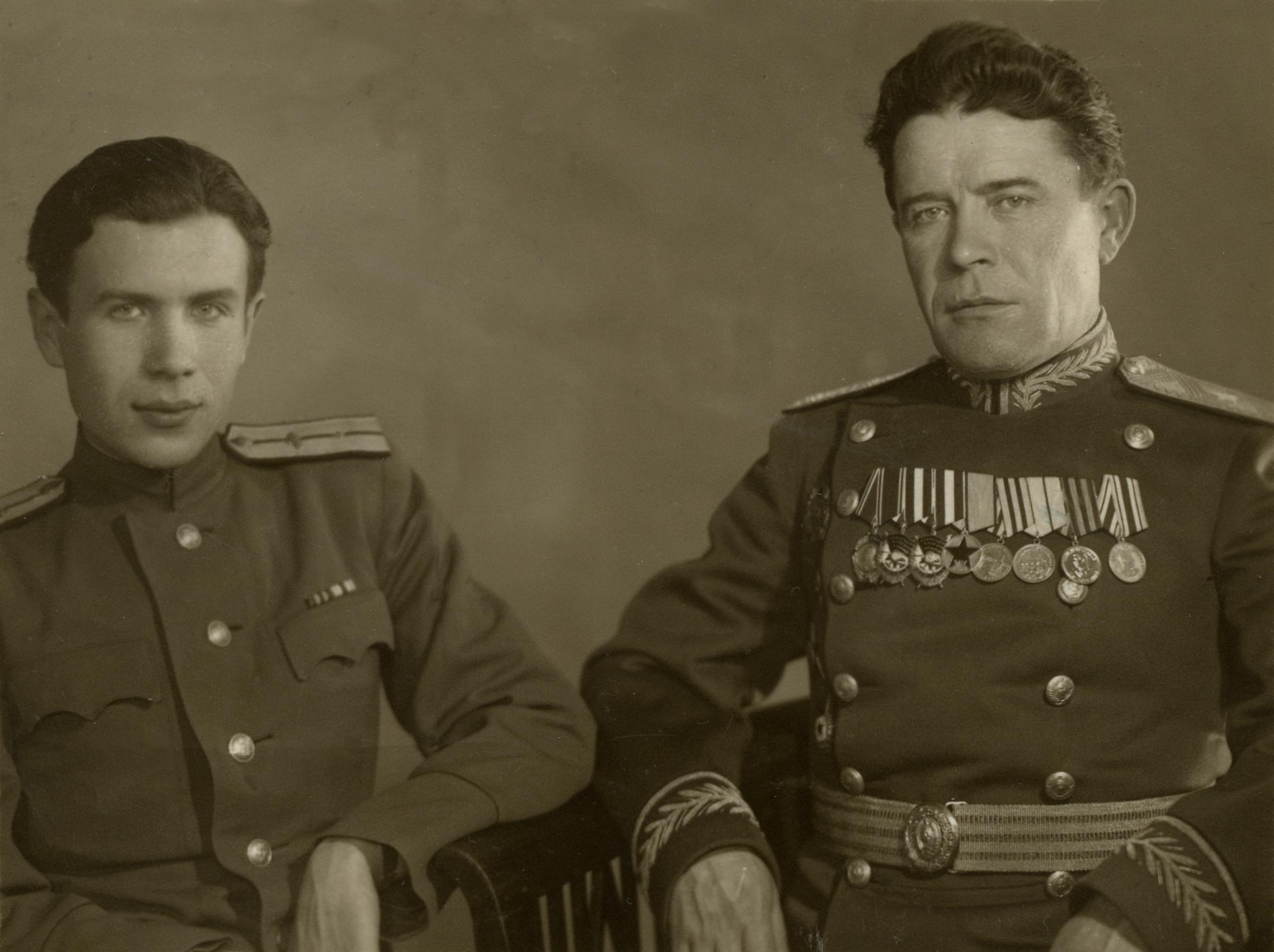 Виталий Коротков со своим отцом / личный архив Виталия Короткова