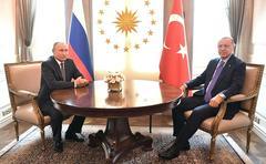 Ранее президент России Владимир Путин обсудил по телефону с турецким лидером Реджепом Тайипом Эрдоганом ситуацию в Сирии
