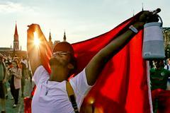 Иностранный болельщик на Манежной площади во время проведения чемпионата мира по футболу. Туристы из разных стран высоко оценили качество подготовки Москвы к проведению столь масштабного спортивного мероприятия, привлекательность и дружелюбность российской столицы