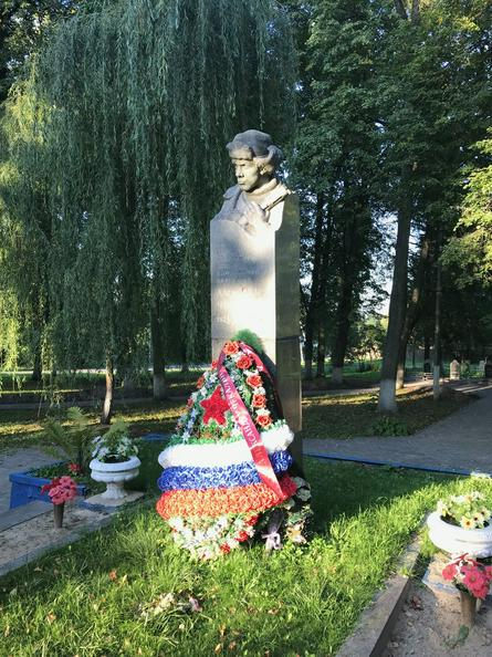 На месте гибели героя Саши Чекалина установлен обелиск / Оксана Крученко, «Вечерняя Москва»
