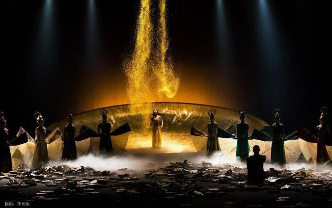 Фрагмент спектакля «Весна священная» на музыку Игоря Стравинского китайской фольк-танцовщицы, хореографа и режиссера Ян Липин / Пресс-служба Большого театра