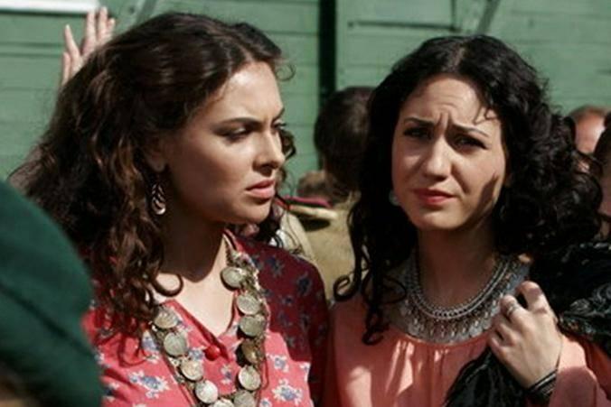 Как родители могли пропустить странную дружбу дочери с цыганками? / кадр из сериала «Цыганки»