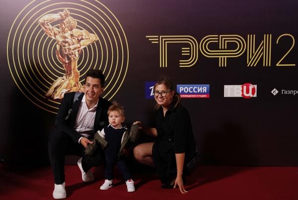 Дмитрий Занин с семьей перед началом награждения  / РИА Новости / Владимир Песня/ РИА Новости