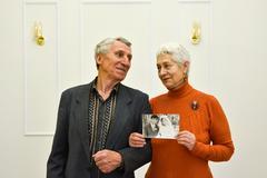 «Золотые» юбиляры Сергей Иванович и Ирина Андреевна со свадебной фотографией
