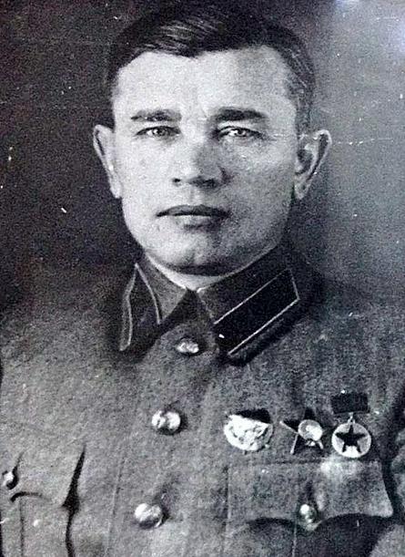 Командовал дивизией преподаватель Академии имени Фрунзе, комбриг Иван Заикин