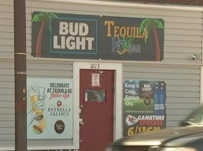 "Бар Tequila KC штата Миссури, где произошла стрельба 6 октября / Скриншот с видео на youtube канала ""KCTV5 News"""