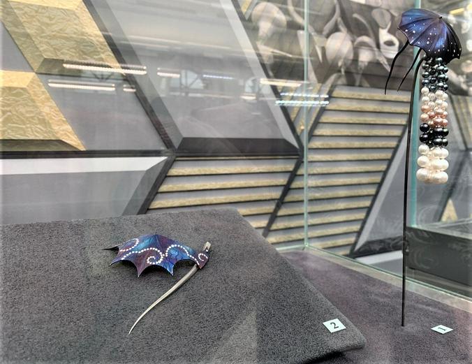 Комплект из броши «Снова дождь…» и заколки для волос «Небес сегмент» мастера Рустама Юнисова / Наталия Белова, «Вечерняя Москва»