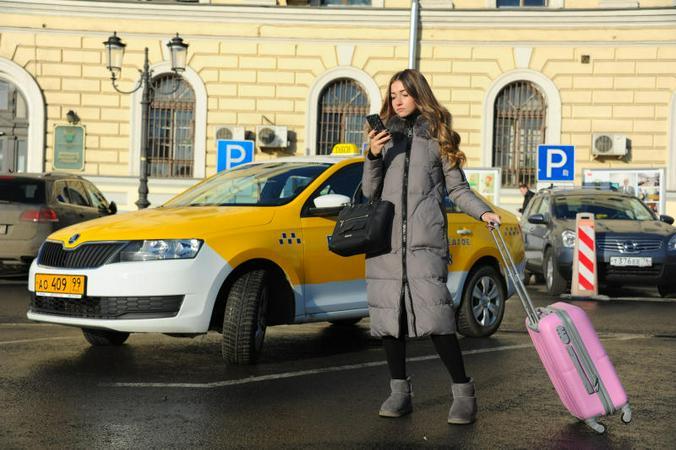 По мнению Олега Амосова, чтобы рынок такси существовал и развивался, цены на поездки необходимо поднять в два раза / Светлана Колоскова, «Вечерняя Москва»