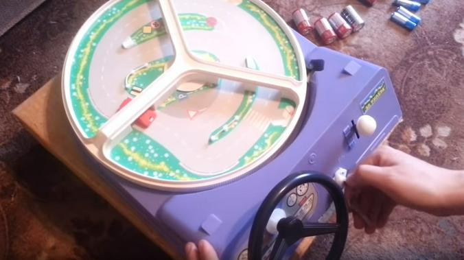 Советская игрушка «За рулем» / Скриншот видео на youtube-канале Игоря Подскольнюка