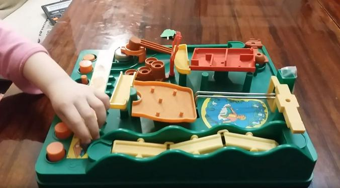 Игра «Кто быстрее» / Скриншот видео на youtube-канале «Авуся TV»