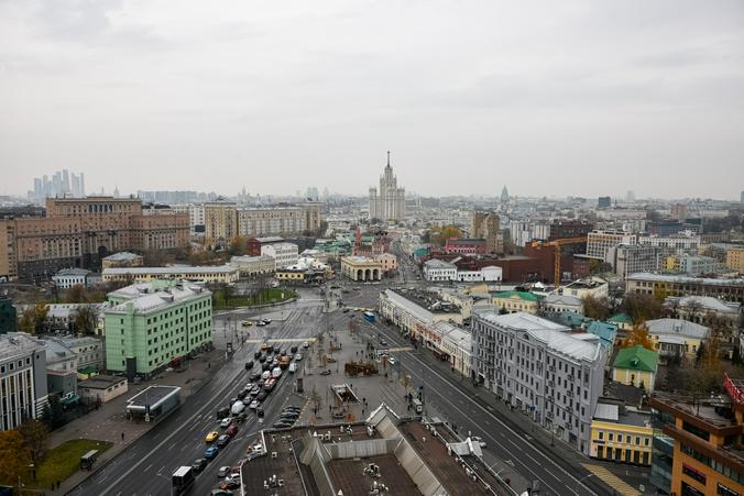 С крыши на Марксистской улице открылся потрясающий вид на Москву / Вечерняя Москва / Ирина Хлебникова, «Вечерняя Москва»