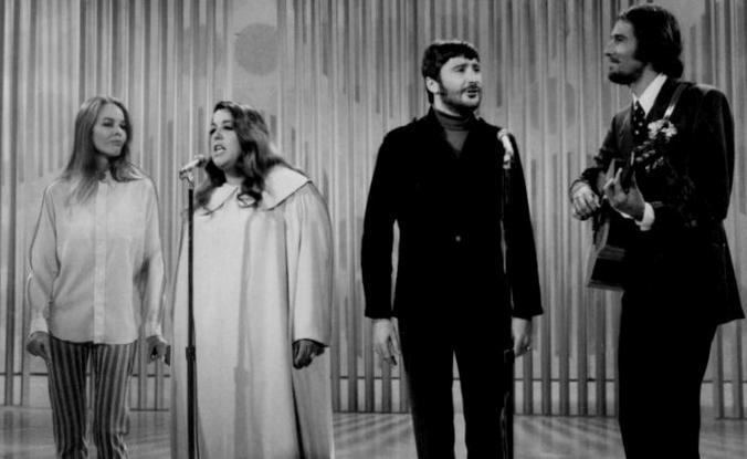 The Mamas & the Papas в 1967 году. Слева направо: Мишель Филлипс, Касс Эллиот, Денни Доэрти и Джон Филлипс / Wikipedia/Общественное достояние