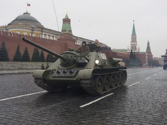 Репетиция марша в честь Парада 1941 года на Красной площади / Антон Гердо, «Вечерняя Москва»