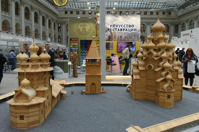 На выставке в Москве можно узнать, как восстанавливают деревянные храмы Русского Севера / Владимир Новиков, «Вечерняя Москва»