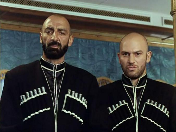 Владимир Епископосян (слева) в роли абрека в кинокомедии «Китайский сервиз» / Кадр из фильма «Китайский сервиз»