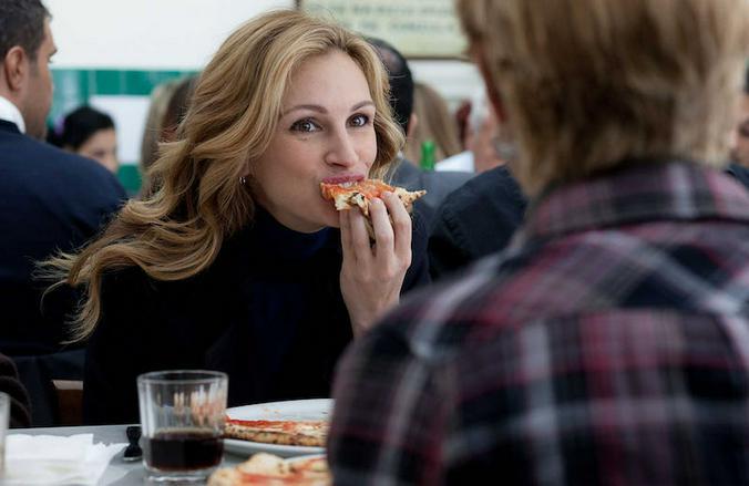 В фильме «Ешь, молись, люби» изображен самый привычный Рим — в нем много открыточной красоты и… еды / Кадр из фильма «Ешь, молись, люби»