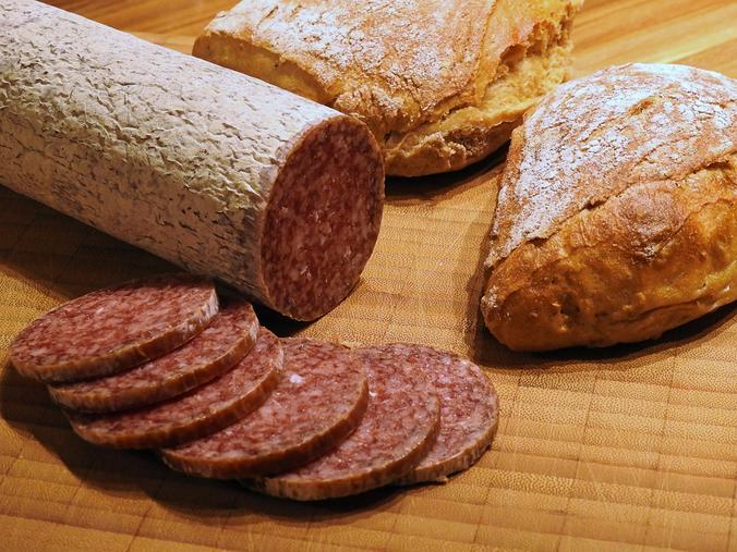 В сырокопченой колбасе больше всевозможных ингредиентов, ароматизаторов и добавок / https://pixabay.com/ru