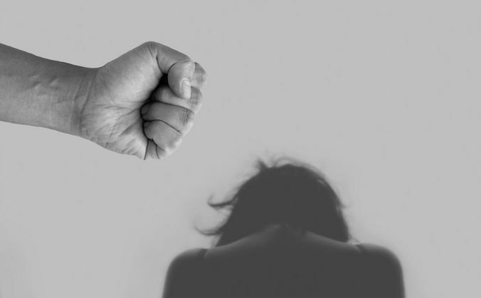Девушки, милые, как получается, что вы связываетесь с агрессивными идиотами? Ведь в 99 процентах случаев еще «на берегу» понятно, что перед вами — неадекват / pixabay.com/ru