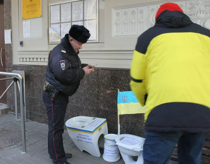 Активистов — уроженца Молдавии и москвича — задержали / Фотография Facebook (www.facebook.com/groups/1574468766159707/)