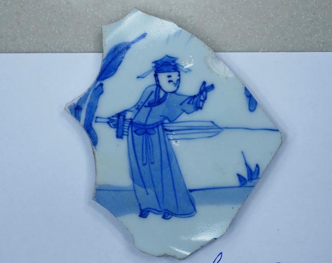 Фрагмент китайской фарфоровой тарелки XVIII века / Антон Гердо, «Вечерняя Москва»