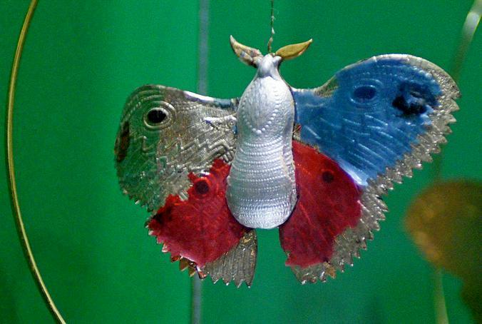 Среди экспонатов выставки бабочка из рельефного картона  / Пелагия Замятина, «Вечерняя Москва»