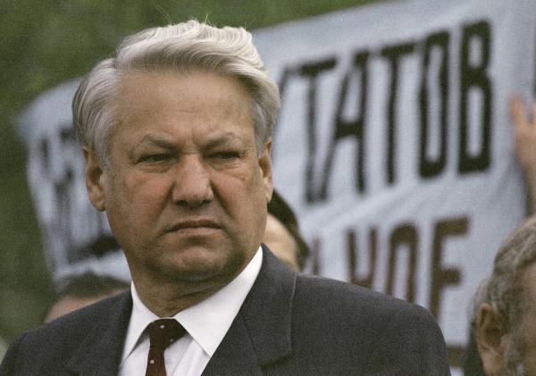 Борис Ельцин, по мнению историка, думал не о судьбе крымчан, а о собственной выгоде  / Игорь Михалев/ РИА Новости