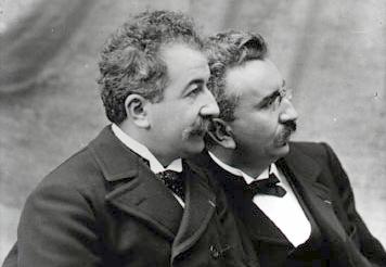 Братья Люмьер (Огюст слева, Луи справа) / WIkipedia/Общественное достояние
