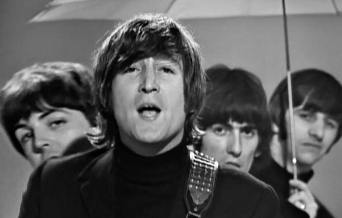 В начале карьеры члены ливерпульской четверки и орали друг на друга, и дрались, но были близки / Скриншот с видео на Youtube канала The Beatles/https://youtu.be/2Q_ZzBGPdqE
