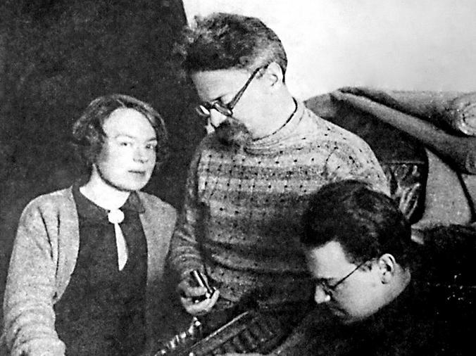 Л. Д. Троцкий с женой и сыном / Wikipedia/Общественное достояние