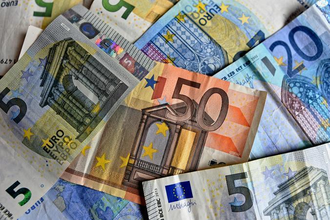 С января российская валюта выросла на 8,5 процента к доллару и почти на 11 процентов к евро  / https://pixabay.com/ru